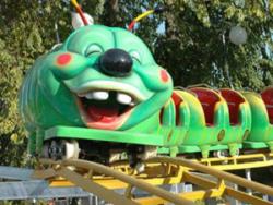骑过绿色的青虫滑车之后,我不怕毛毛虫