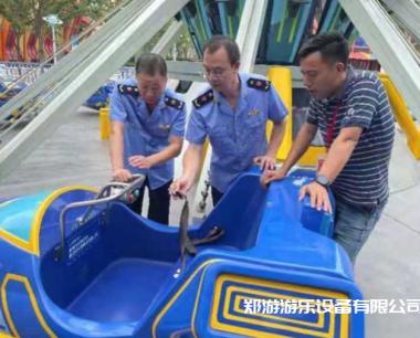 排查大型游乐设施 确保游客暑期安全