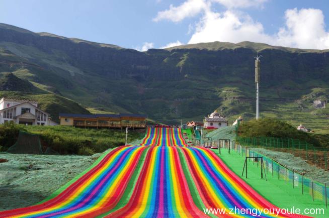 游乐设备— 彩虹波浪滑梯